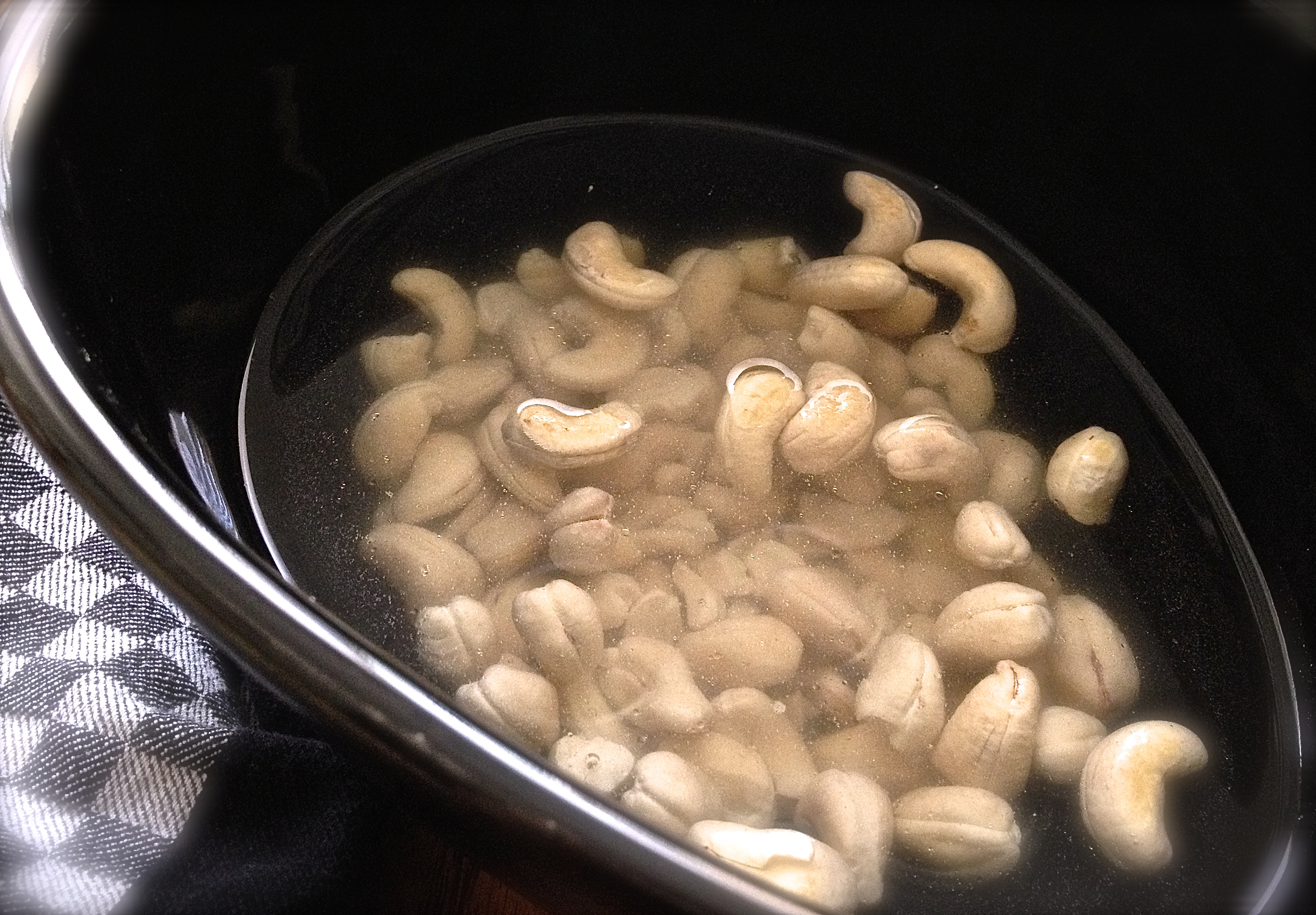 sweet-whipped-cashew-crème-crème-milk-soaking-nuts-image