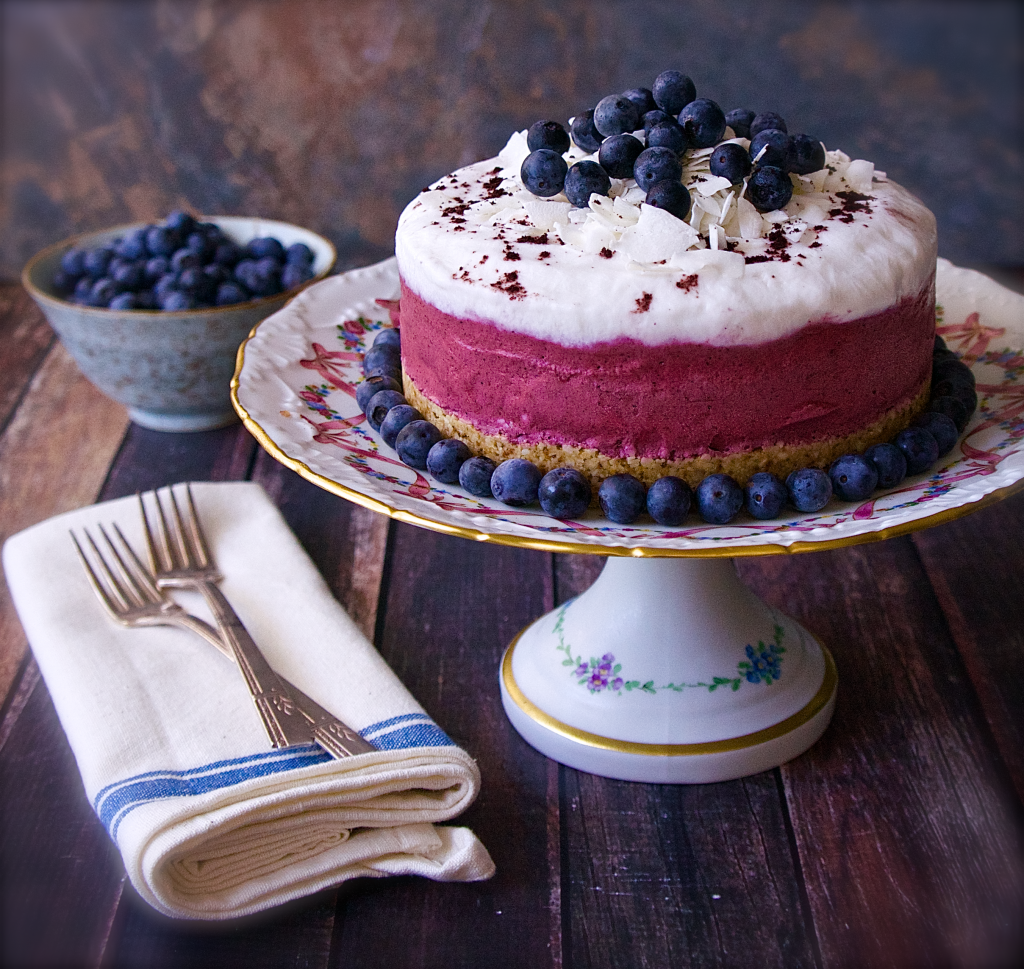 Black and Blue Berry Freezer Yogurt Cream Cake